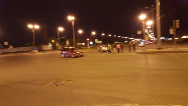 Авария на пересечении Долгоозерной и Парашютной улиц. Стоят никому не мешают особо. В 00:30 ГИБДД ...