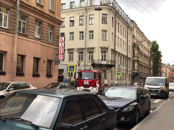 В центральном р-не, на Малой Московской улице около 19:30-20:00 загорелся автомобиль. Раздался хлопо...