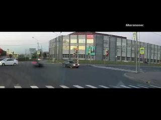 Публикуем видео вчерашнего ДТП на Софийской улице, двое пострадавших, новость ранее:
