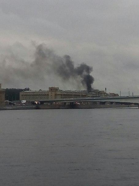 Что-то горит за мостом Александра Невского, в районе Ладожской