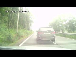 Неадекватный водитель на BMW X5 г/н О814ОО47 угрожал пистолетом водителю автомобиля, за остановку пе...