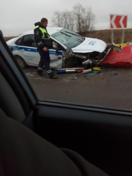 На Таллинском шоссе в Ломоносовском районе за Русско-Высоцком авария с машиной ДПС. Как произошло и ...