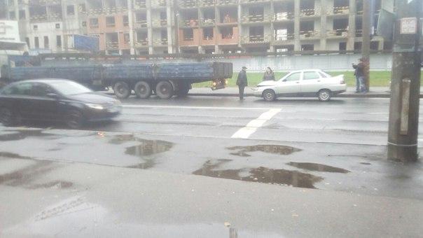 Лада въехала в грузовик на Костюшко