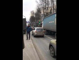 Жесть на Выборгском шоссе у поста ДПС. 7 автомобилей участвовало в ДТП. Пробка в сторону города очен...