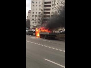 На Морской набережной В.О. сгорел грузовик