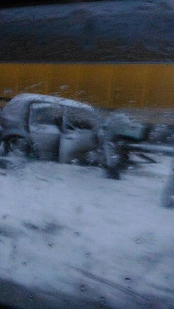 В Новом Калище 38-летняя женщина на Hyundai Гетц не справившись с управлением и врезалась в грузовик ...