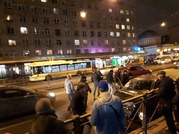 Авария у станции метро Автово