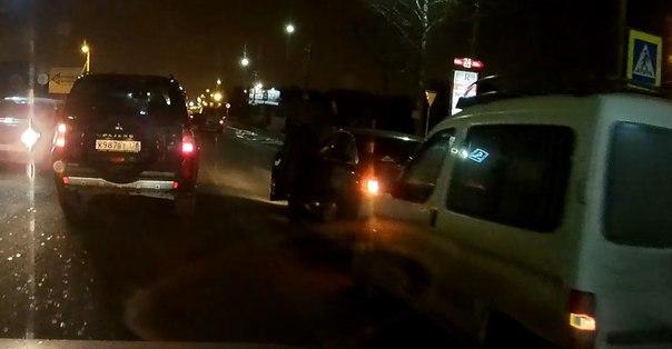 В Янино по дорога на СПБ, Каблучок Peugeot Партнер не среагировал на торможение Audi с знаком Ш на пеше...