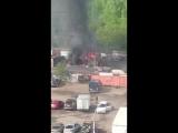 Горит гараж напротив дома 74к4 по проспекту Большевиков, походу с машиной, приехало 3 пожарных расче...