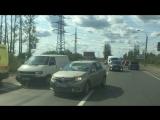 На Колпинском шоссе водитель на Mazda догнал Volkswagen,все живы