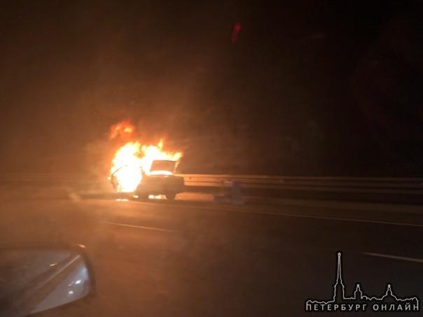 КАД в районе Шафировского. В 19:10 горела машина.
