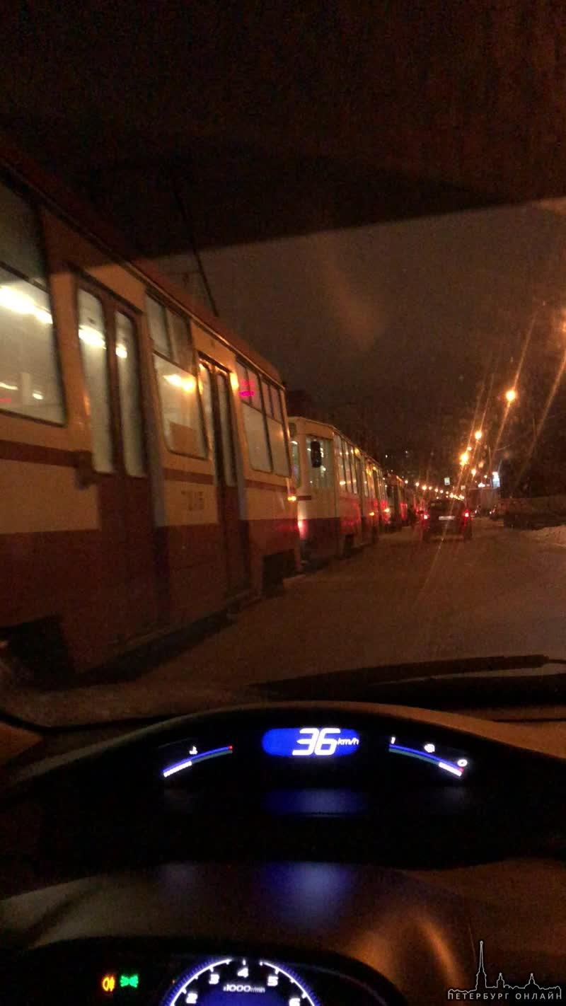 Товарищ на Поло вроде решил побадаться с экипажем полиции в Рыбацком на Шлисельбургском проспекте