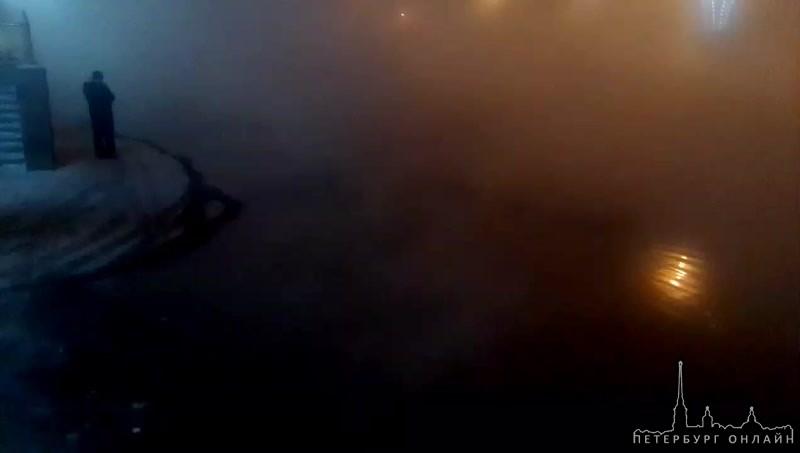 Коммунальная авария на перекрестке улицы Коллонтай и проспекта Большевиков.