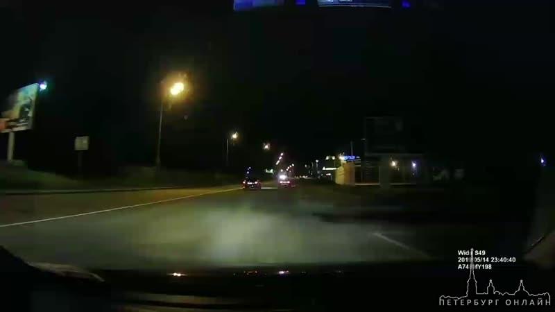В полночь полицейские гонялись за Nissan Almera, которую угнали в Калининском районе .