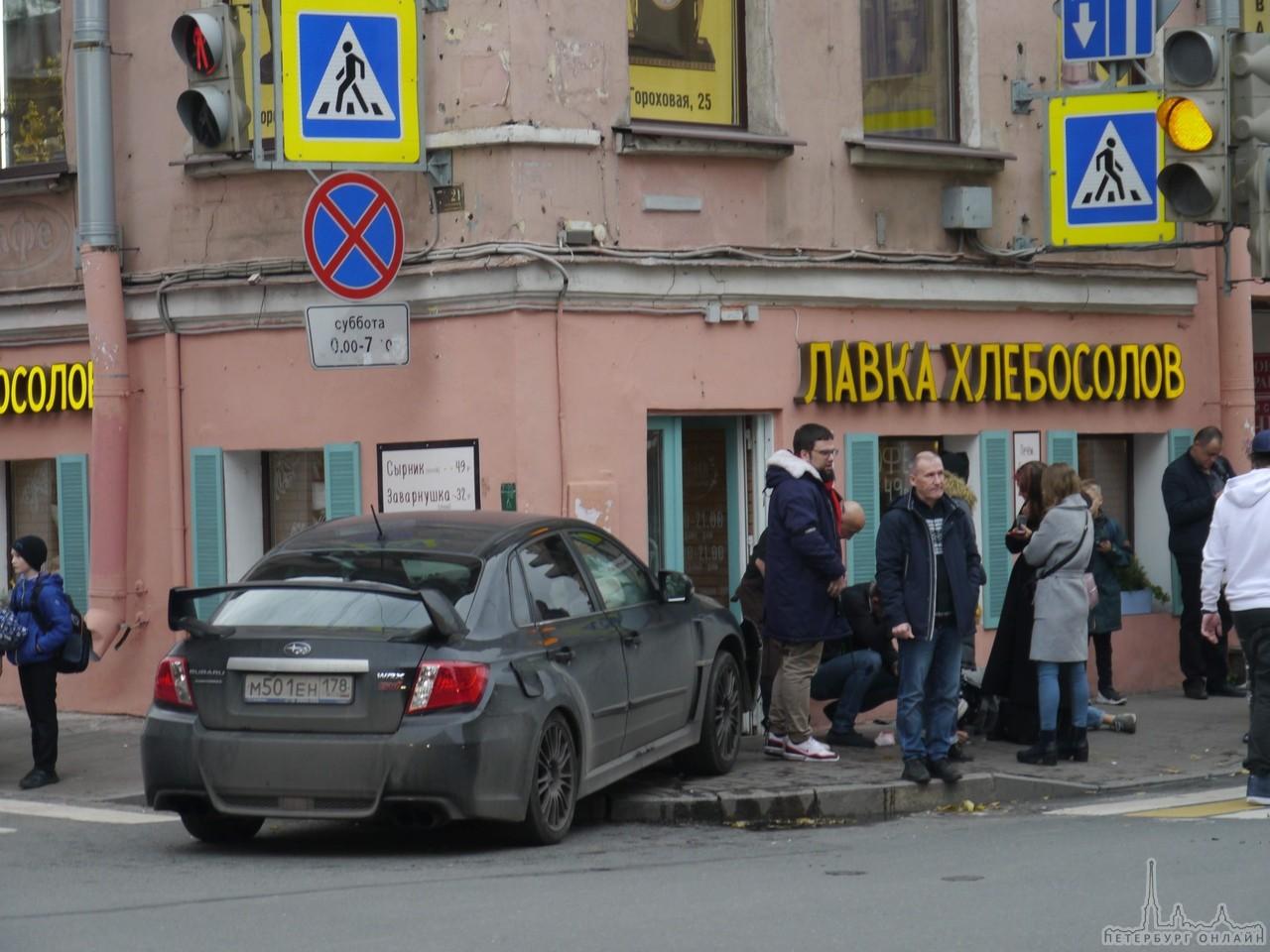 На улицах нашего города продолжают страдать люди. Очередное ДТП с вылетом на тротуар и пострадавшими...