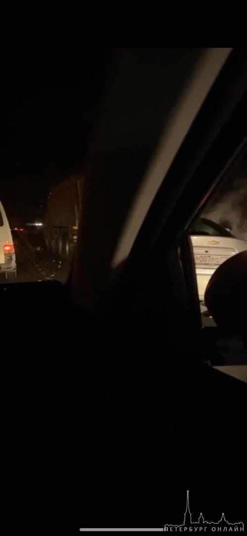 На Скандинавии между Цвелодубово и Огоньками. Chevrolet Авео влетел в грузовик. Мужчину откачивают. Ск...