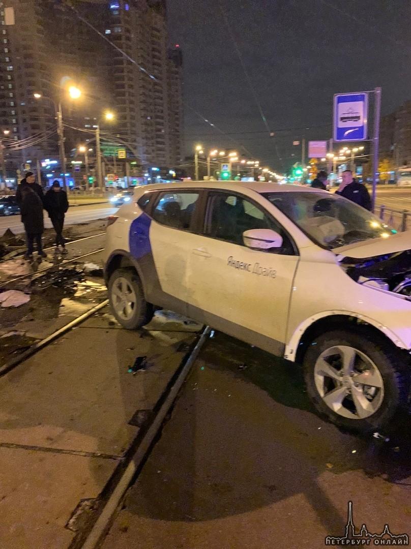 ДТП на пересечение Энгельса и Луначарского Пьяный водитель Яндекс-Драйв оказывал сопротивление сотр...