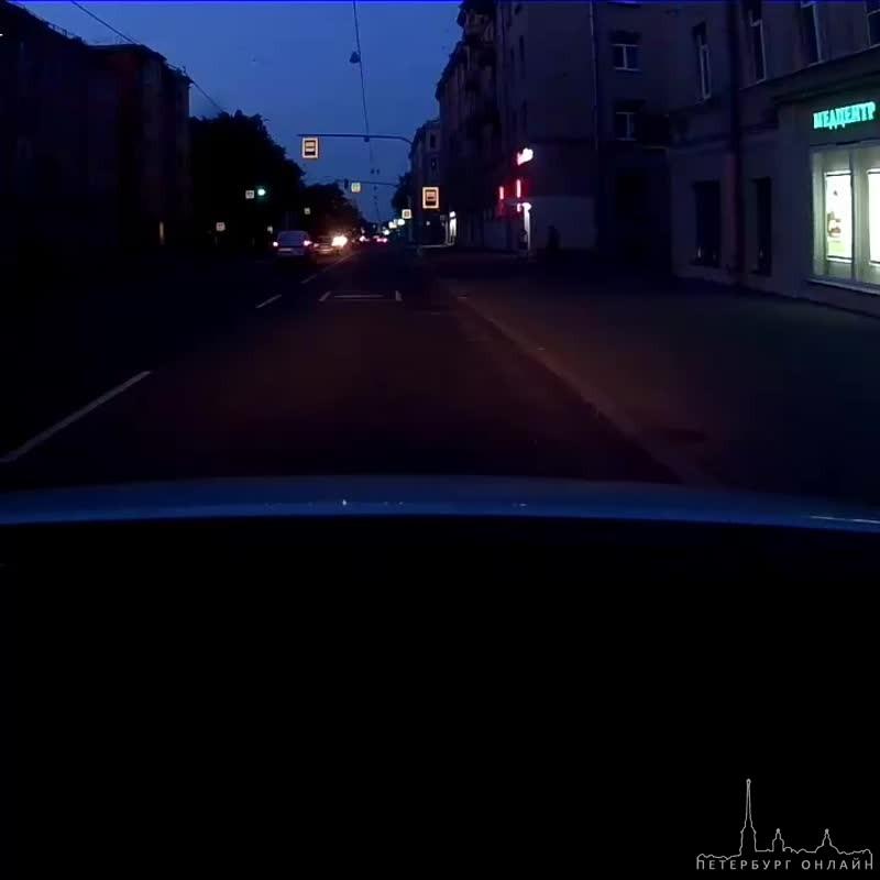 Погоня по Проспекту Обуховской обороны!!! А машин было много... Ночь, часа 3.