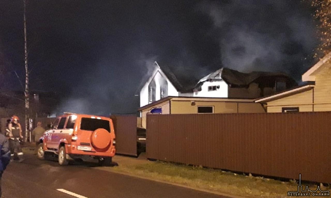 Трое погибших найдены после пожара в двухэтажном доме инвалидов и престарелых в Красном селе Пожар ...